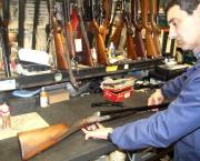 La despoblación y la decadencia de la caza arrinconan negocios clásicos en Galicia.