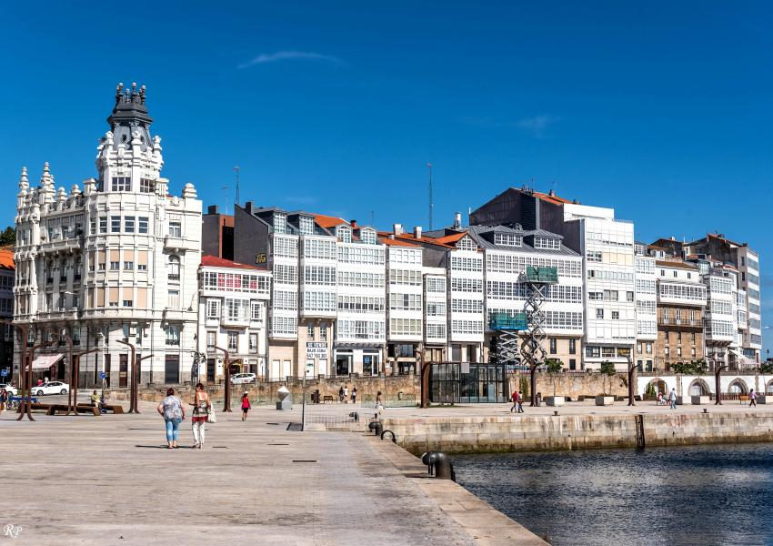 Unha vista parcial da (Avenida da Mariña), A Coruña