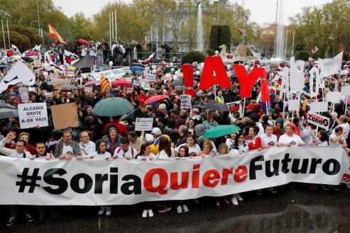 La manifestación, que se inició en las inmediaciones de la Plaza de la Colón con un minuto de silencio por la España Vaciada y una estruendosa tamborrada del Bajo Aragón, ha sido eminentemente ciudadana.
