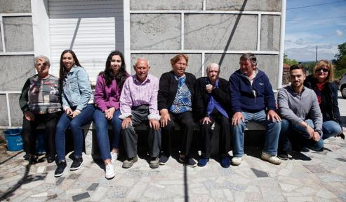 """Asunción Rodríguez, vecina de Chamusiños, en Trasmiras, celebró este jueves los 107 años en pleno confinamiento. Un cumpleaños especial y algo diferente al que vivió hace 365 días, cuando sopló 106 velas a ritmo de """"gaiteiros"""" y rodeada de sus cinco hijos, sus 12 nietos y sus 18 bisnietos."""