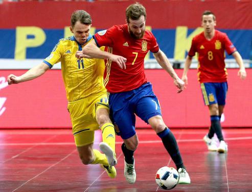 El vigués Adrián Alonso 'Pola' fue elegido la medianoche del pasado día 30 como el tercer jugador del mundo de fútbol sala en los premios Umbro Futsal, los más prestigiosos de este deporte.