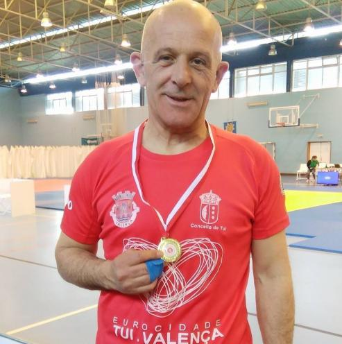 Lino Martinez, judoca y policia local de Tui, se ha proclamado campeón del mundo Master de Judo Tradicional WIBK, el pasado fin de semana en Belgica y todavía no se lo cree.