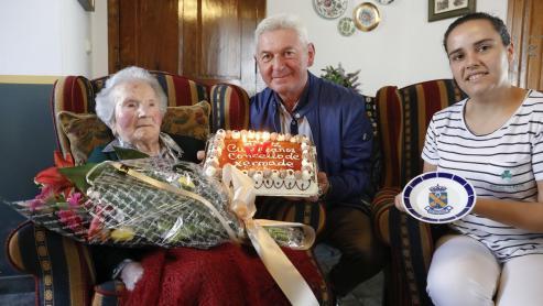 Celestina Penabad, la abuela de Galicia, celebró ayer su cumpleaños en Xernade.
