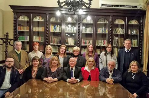 Un momento del brindis de la mesa de autoridades.  El Centro gallego de Montevideo, presumiendo de ser el más antiguo del mundo, celebró su 140 aniversario con una gran cena espectáculo de gala, en su sede del Polideportivo de Carrasco.