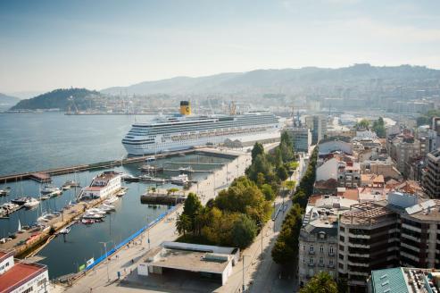 Más de dos mil pasajeros transporta este buque que ya había visitado la ciudad el pasado mes de noviembre.