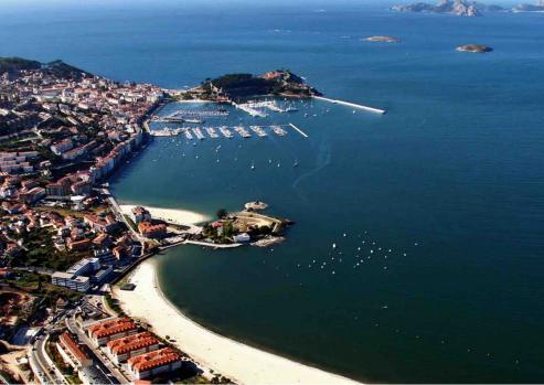El acto reunió al presidente del club, al conselleiro Almuiña, al presidente de Portos y al alcalde de Baiona.