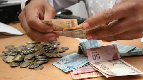 Tres expertos analizan la escalada de precios frente a la congelación de los salarios