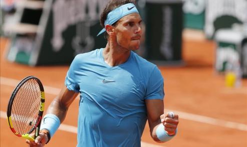 """""""No todo en la vida es ganar"""", explica el tenista durante el encuentro privado organizado por el Banco Sabadell en el Auditorio de Mar de Vigo."""