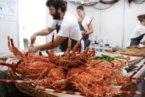 La XXIX Festa da Langosta e da Cociña Mariñeira agotó prácticamente los platos de la carpa de degustación.