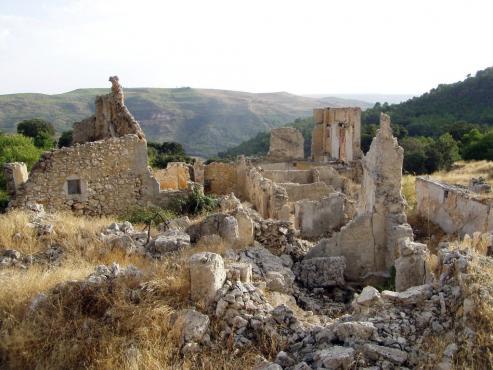 48 % de las aldeas abandonadas, estan en Galicia