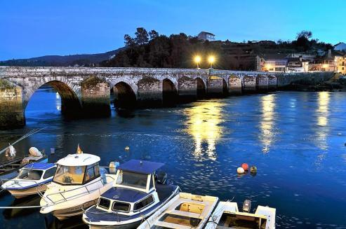 Puente de piedra de Sampayo