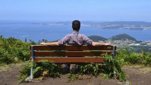 La ría de Pontevedra queda a los pies del visitante desde la ladera de Pastoriza, en la parroquia marinense de Ardán, un escenario de postal para ver Ons, A Curota (en A Pobra) y, en días despejados, hasta Sálvora.