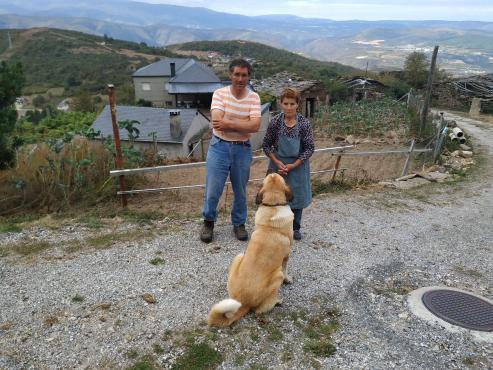 La única familia de A Fraga-Celavente, en O Bolo, lleva años reclamando un enganche a la traída.