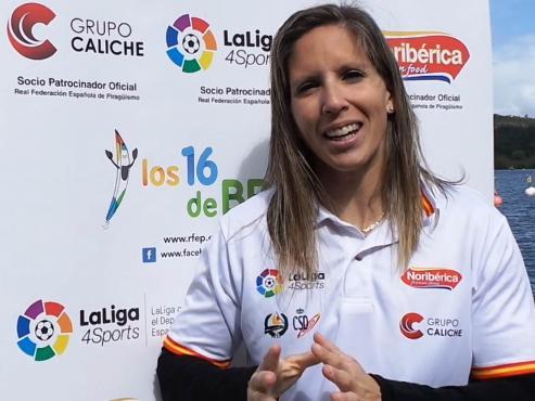 Cuando una persona se ha colgado 14 medallas en Mundiales, 17 en Europeos y ha participado en cinco Juegos Olímpicos -y en lucha por clasificarse para los sextos- es que ha trascendido al deporte. Teresa Portela (Cangas, 1982) ha trascendido al deporte. Por mucho.