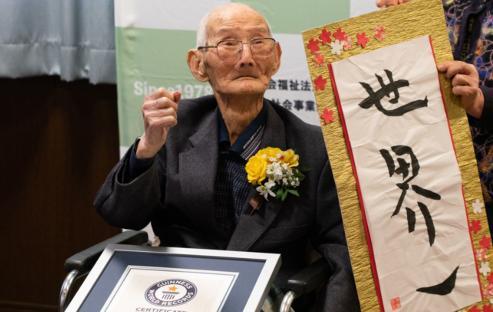 El japonés Chitetsu Watanabe es el varón más anciano del mundo  por la Guinness World Records