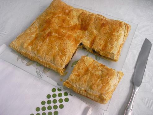 Empanada gallega de morcilla y pera