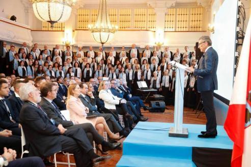 El alcalde de Vigo, Abel Caballero, resaltó la historica unión de una entidad casi centenaria como es el Celta, en un edificio centenario como el que alberga lanueva sede.
