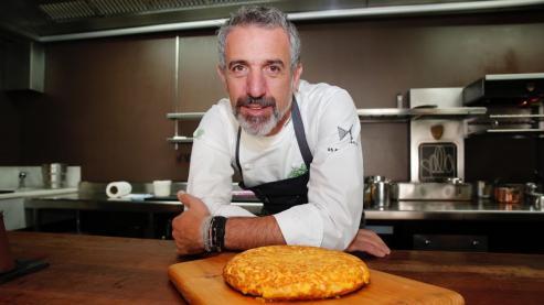 Cada vez más cocineros se animan a abrir locales tipo taberna en los que uno puede disfrutar de la mejor cocina por 30 euros. La esquina noroeste peninsular tiene sus propios ejemplos con Pepe Vieira o el Grupo Amicalia.