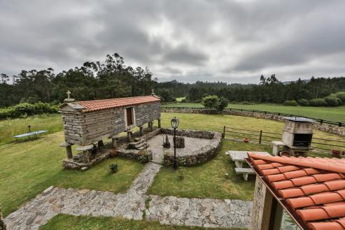 El núcleo, situado en la parroquia de Santa Marta de Meilán, puede adquirise en elportal especializado por 149.550 €.