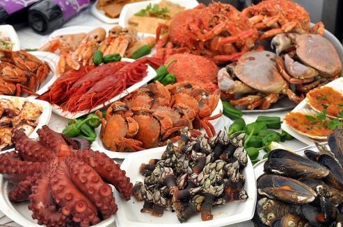 En los meses de julio y agosto, las fiestas gastronómicas se suceden a lo largo de la provincia.