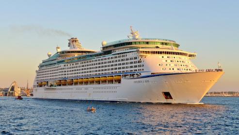 El megacrucero de Royal Caribbean Explorer of the Seas atracaba esta mañana en la primera de sus cuatro escalas en la ciudad
