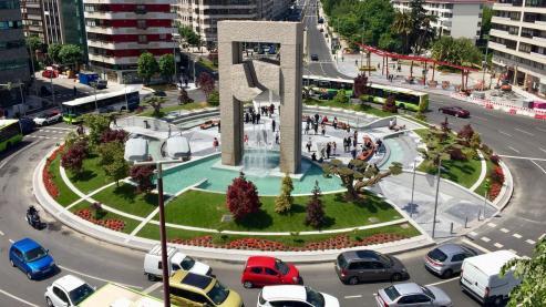 Centenares de personas visitan desde esta mañana el nuevo espacio urbano.