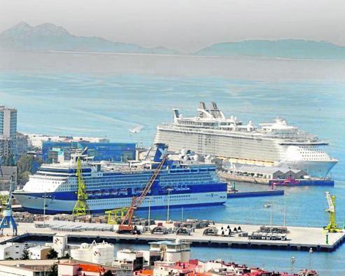 La ofensiva portuaria para lograr escalas de los gigantes en construcción incluye extender las terminales para poder atender a la vez hasta cuatro grandes buques.