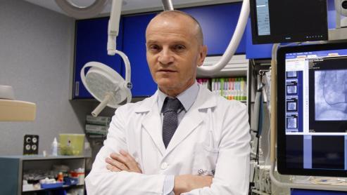 """El médico, Premio Nóvoa Santos, habla de los problemas del sintrom y de los efectos en el corazón de las mujeres con cáncer de José Ramón G. Juanatey: """"La mejor píldora para prevenir enfermedades es el ejercicio""""mama."""