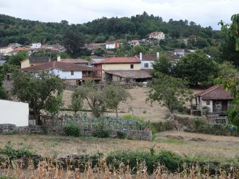 La gravísima despoblación de la provincia tiene rostro, nombre y apellidos, el de aquellos vecinos que mantienen con vida numerosos pueblos ourensanos y se enfrentan a la soledad del entorno rural.