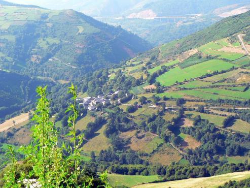 La medida fomenta la adquisición de viviendas en las comarcas del territorio gallego más despobladas.