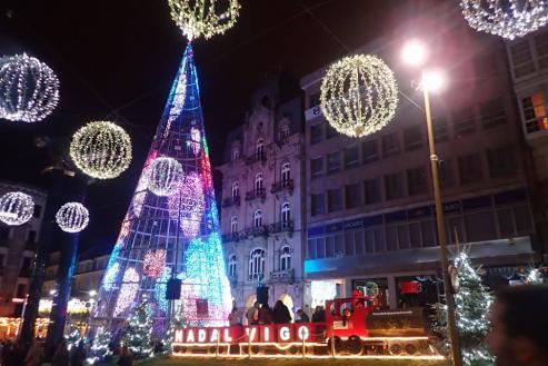 Los hoteles, al completo en habitaciones y cenas.  Destaca el regreso de clientes portugueses. En la segunda quincena apenas hubo plazas libres por el efecto llamada de las luces navideñas.