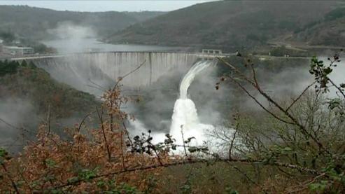 Natural de Mondoñedo, Viñas trabajo en las obras de construcción del mayor embalse hidroelectrico del Miño, durante los dos años previos a su inauguracion por Franco.