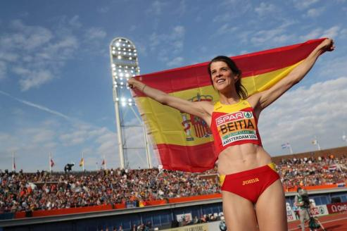 La campeona olimpica pasó unos dias en la Ribeira Sacra, donde disfruto del Cañon del Sil y los viñedos, con su amiga la atleta monfortina Saleta Fernandez